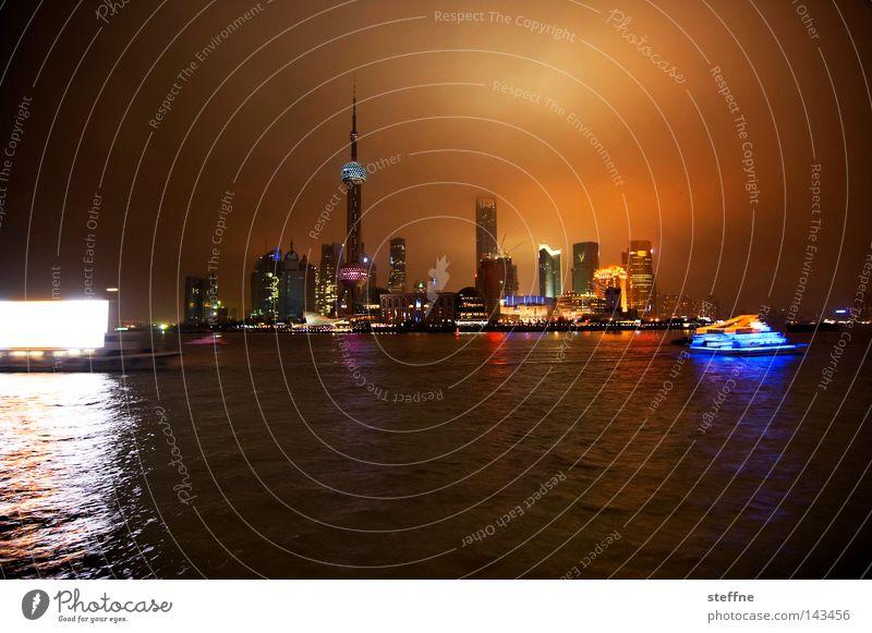 big city lights Skyline Hochhaus außergewöhnlich Stadt Shanghai China Pu Dong Lichtermeer Berliner Fernsehturm Werbeboot mehrfarbig