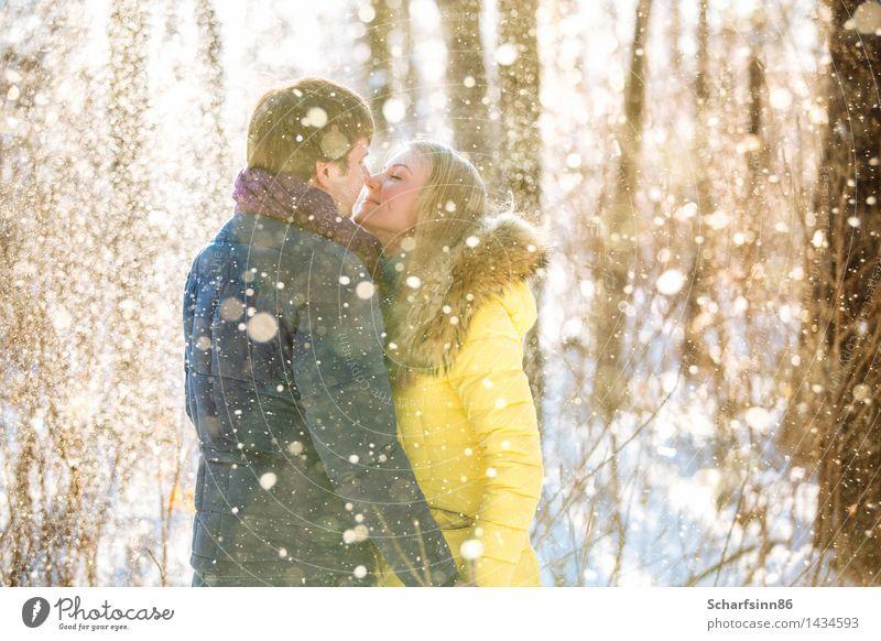 Mensch Ferien & Urlaub & Reisen Jugendliche blau schön Junge Frau weiß Freude Winter 18-30 Jahre Erwachsene gelb Liebe Schnee feminin Familie & Verwandtschaft