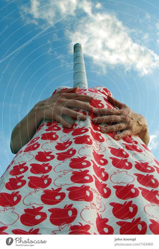 ---| 50 |--- kopfgeburt Kleid rot Bauch schwanger Geburt Röhren Kamin Schornstein Wolken Finger Hand Arme Außerirdischer verrückt lustig seltsam Frau Freude