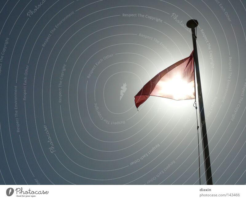 Red Flag Sonne Meer rot Strand Ferien & Urlaub & Reisen Wellen gefährlich Fahne bedrohlich Respekt Verbote Warnhinweis Risiko Vorsicht Fahnenmast Signal