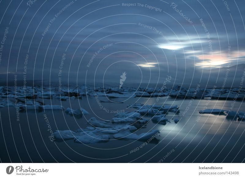 Gletscherlagune Wasser Himmel blau ruhig schwarz kalt Schnee Berge u. Gebirge Eis dreckig Wind Frost Fluss Frieden frieren Island