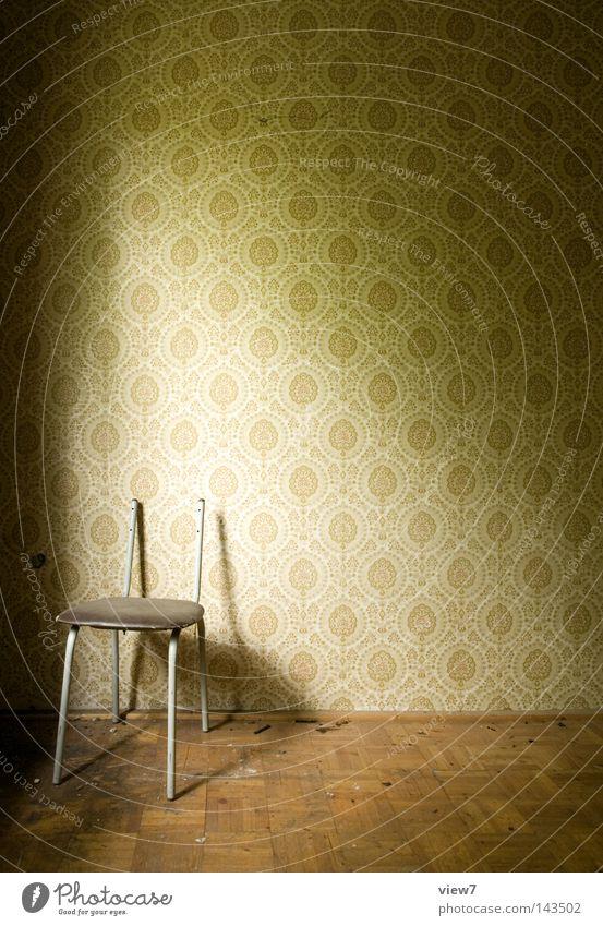 Stuhlfreiheit Möbel Wand Tapete Muster Strukturen & Formen Parkett Holz alt schäbig Sitzgelegenheit Hocker Bodenbelag Holzfußboden Raum Örtlichkeit Stuhllehne