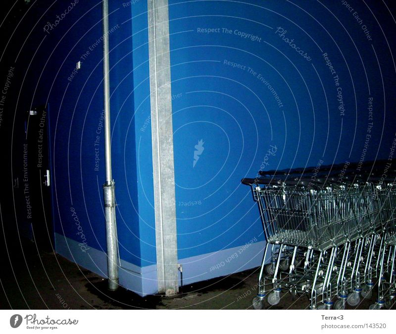Blau. blau Freude dunkel Wand Metall Tür dreckig geschlossen 3 Sicherheit Häusliches Leben Metallwaren Ladengeschäft Dienstleistungsgewerbe Eisenrohr Euro