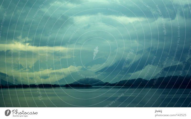 Wolkenberge See Wasser Wellen Blauton Gewitter Leidenschaft Sturm Küste Seeufer Baum Insel Berge u. Gebirge Hügel Landschaftsformen dunkel Regen Apokalypse