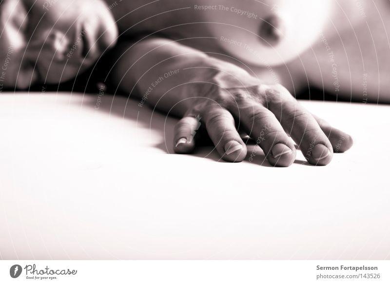 PN 1433 Frau nackt schwanger weiß ruhig schlafen Hand Licht steril geschlossen Akt liegen Verkehrswege hell Brust Gesicht Nase Mund Weiblicher Akt