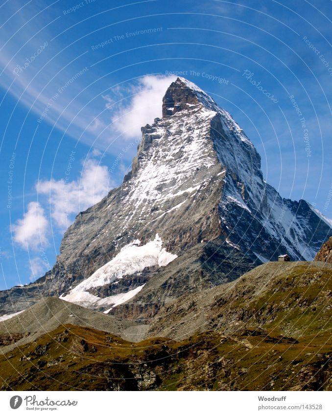 Smokey Mountain Matterhorn Zermatt Schweiz Berge u. Gebirge groß beeindruckend Bekanntheit Tourist Tourismus Bergsteiger Geröll steinig Hotel Alpen grün karg