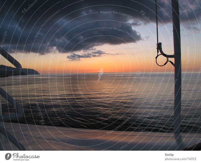 Ein neuer Tag Meer Wasserfahrzeug