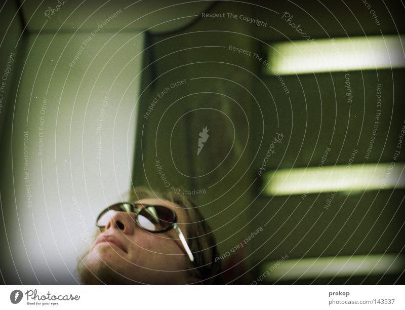 Look Me Look You Mann Mensch Brille Sonnenbrille Kopf Porträt Verkehrsmittel Bart Blick träumen verträumt analog Einsamkeit Frieden Schwäche Ausgrenzung