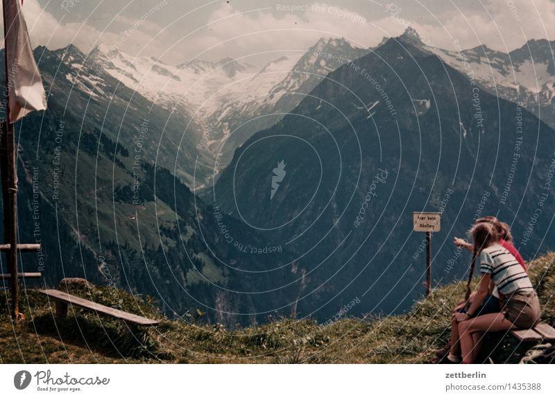 Finkenberg (3) Kind Himmel Sommer Landschaft Wolken Mädchen Ferne Wald Berge u. Gebirge Wiese Wege & Pfade Familie & Verwandtschaft Felsen Tourismus Textfreiraum wandern