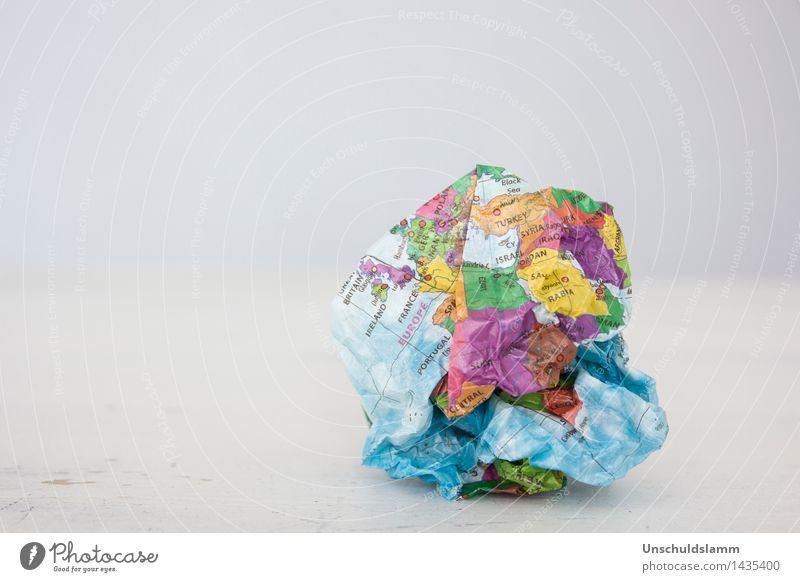 Kaputte Welt Erde Klimawandel Papier Zeichen Kugel Globus kaputt trist mehrfarbig Zukunftsangst gefährlich Wut Aggression Gewalt chaotisch Kommunizieren Krieg