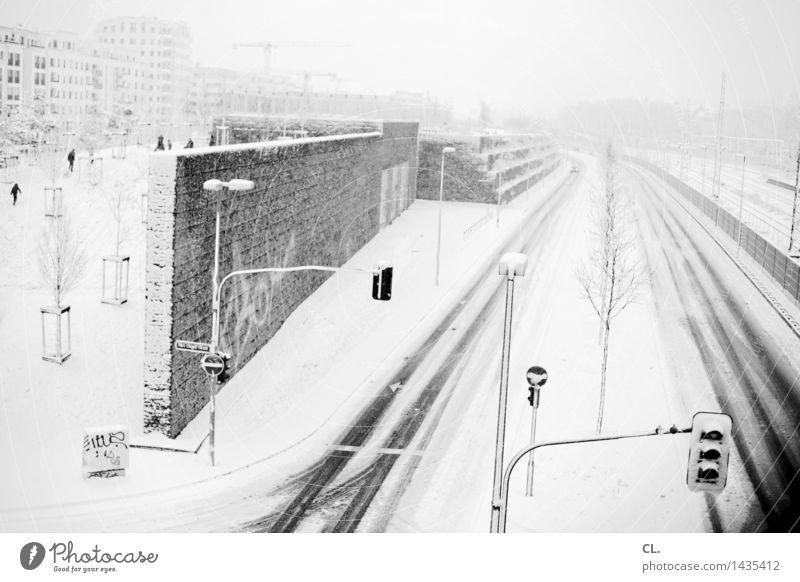 eiszeit Mensch Stadt Haus Winter kalt Umwelt Wand Straße Leben Wege & Pfade Schnee Mauer Menschengruppe Wetter Eis Verkehr