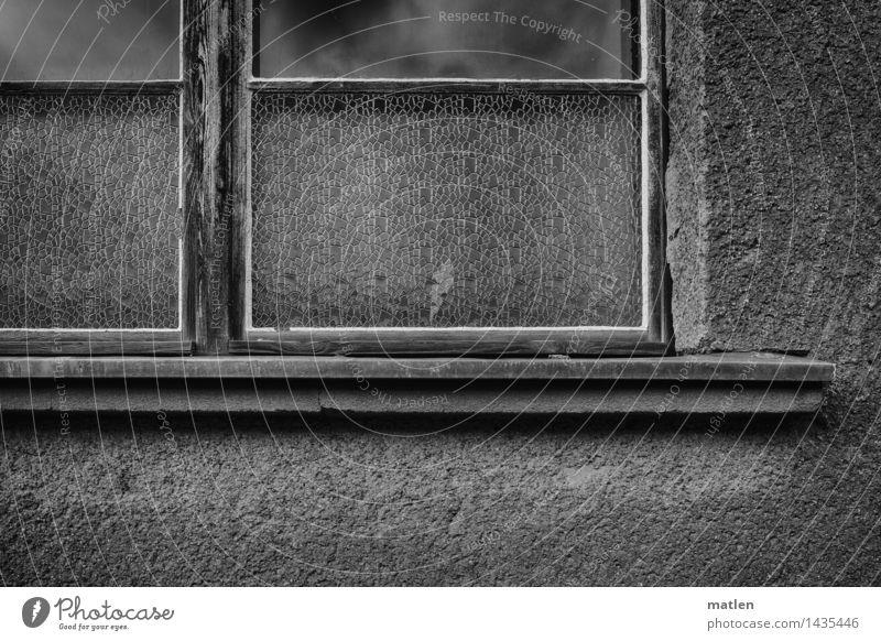 die alte Hutfabrik Stadt Menschenleer Haus Gebäude Architektur Mauer Wand Fenster dunkel schwarz weiß Fensterbrett Kitt Strukturwandel Himmel (Jenseits)