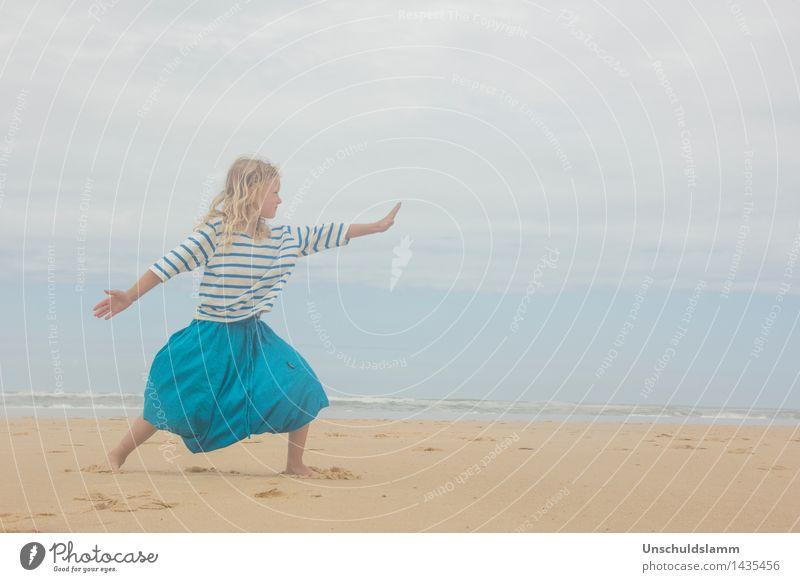 Tief durchatmen Mensch Kind Ferien & Urlaub & Reisen Sommer Erholung Meer ruhig Mädchen Strand Leben Lifestyle Stimmung Zufriedenheit Freizeit & Hobby Wellen Idylle