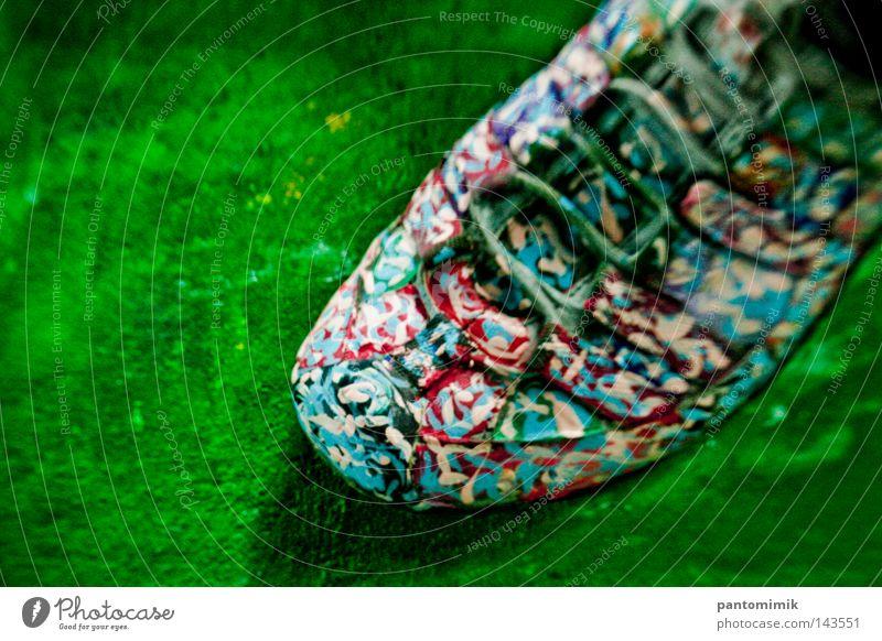 Kunstschuh Schuhe Farbstoff Freude Makroaufnahme Nahaufnahme Dekoration & Verzierung Leinwand Blaurot lustig streichen Farbe