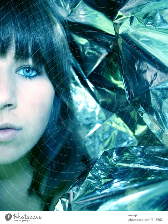 silver Frau Mensch Jugendliche blau Gesicht kalt Party Linie Haut glänzend Coolness Club silber falsch Surrealismus