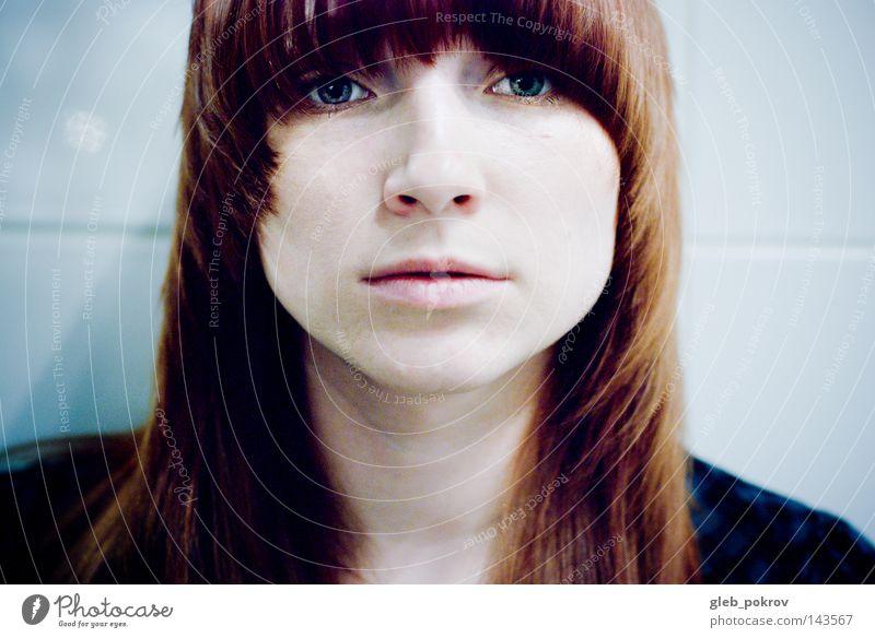 leichtes Porträt. Frau Nase Mund Auge Licht Lichterscheinung Gesicht Haare & Frisuren Kulisse Mensch Häusliches Leben Bekleidung sie Beschleunigung Pokrow