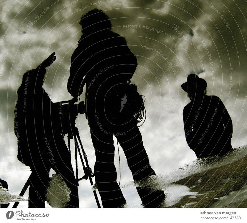 und achtung! Mann Winter Wolken Fuß Fotografie Kommunizieren Kabel Fotokamera Medien Rede Videokamera Ton Pfütze Anleitung
