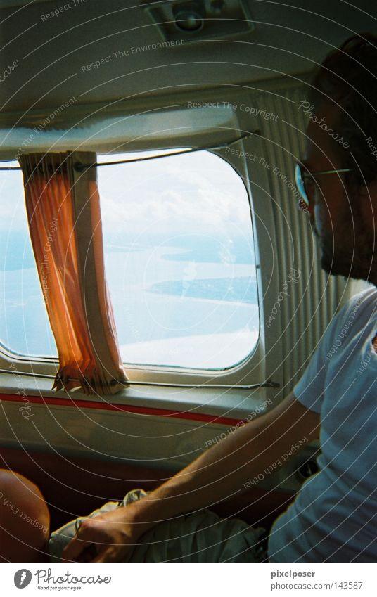 Beachcraft to Salvador Flugzeug Fenster Vorhang Meer T-Shirt orange schlechtes Wetter fliegen Kleinflugzeug Sommer