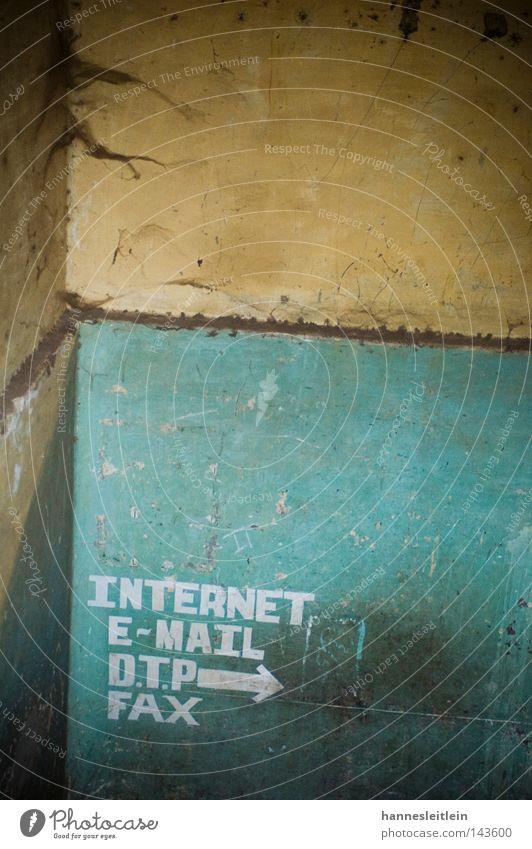 Indernett II Internet Indien Dienstleistungsgewerbe Detailaufnahme DTP Fax Telefon Telekommunikation Kontakt Pfeil grün Kontrast Richtung weisung Wegweiser