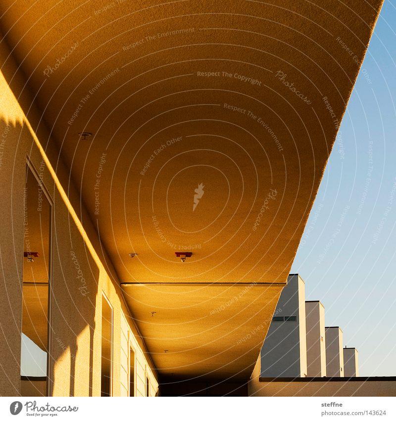 Ganggeometrie Sonne ruhig Haus Gebäude Stimmung Häusliches Leben Hotel Geometrie Decke Dreieck