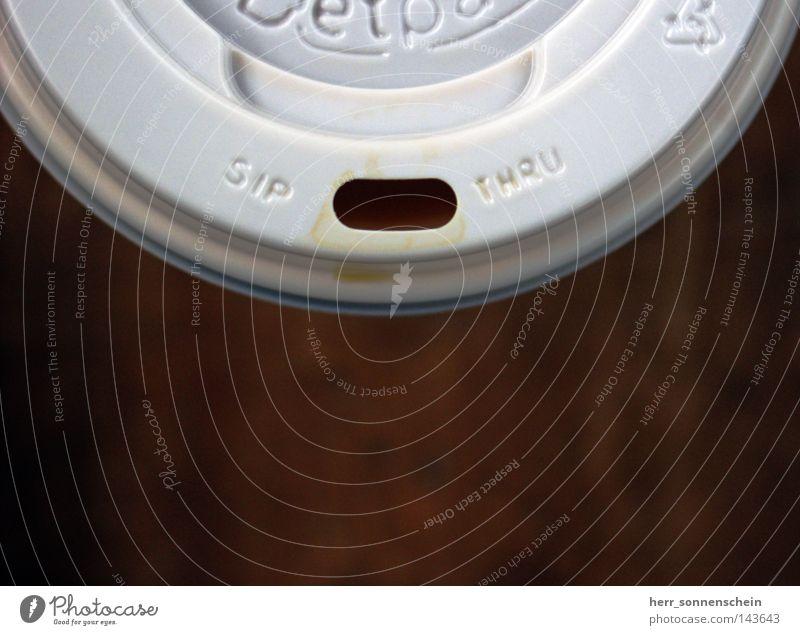 Trinken für Anfänger Kaffee Becher Pappbecher Schraubverschluss Flaschenverschluss Kaffeetasse Koffein braun weiß rund trinken Getränk Flaschendeckel
