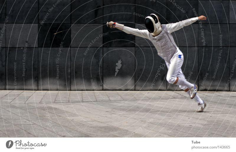 Flash 1.0 kämpfen Kampfsport grau Mauer Maske Anzug Uniform Defensive Verteidiger Waffe Wand Straße Fechten Sport stehen attackieren bedrohlich Schutz Ritter