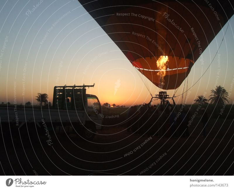 let the sun rise in your heart. Ägypten Luxor Afrika beeindruckend Ballone Luft Flugzeug aufwärts Feuer hell Physik heiß Sonnenaufgang steigen schön Licht frei