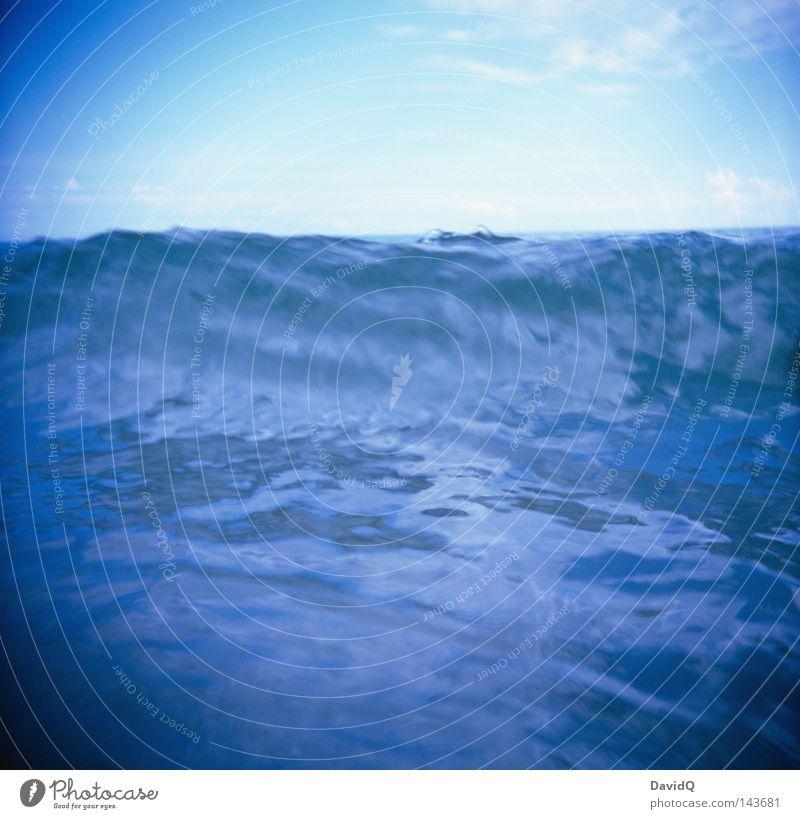 Welle Ostsee Meer See Gewässer Wasser Wellen Brandung Wellengang Wellenschlag Strand Sand Sandstrand Badestelle Küste Seeufer Flussufer Wolken Horizont Sommer