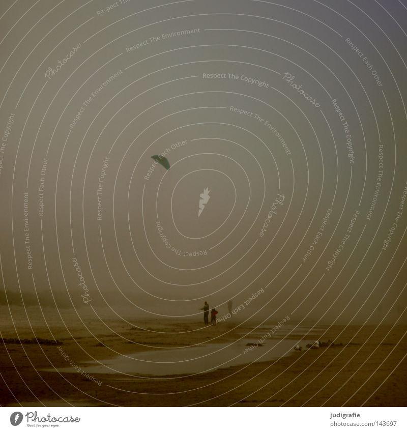 Küstennebel Mensch Wasser Strand Farbe dunkel Herbst See Sand Nebel Leidenschaft Ostsee Abenddämmerung Lenkdrachen maritim salzig