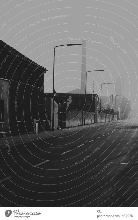 graustadt Industrie Industrieanlage Fabrik Verkehr Straße Wege & Pfade trist Schwarzweißfoto Außenaufnahme Menschenleer Textfreiraum unten Tag