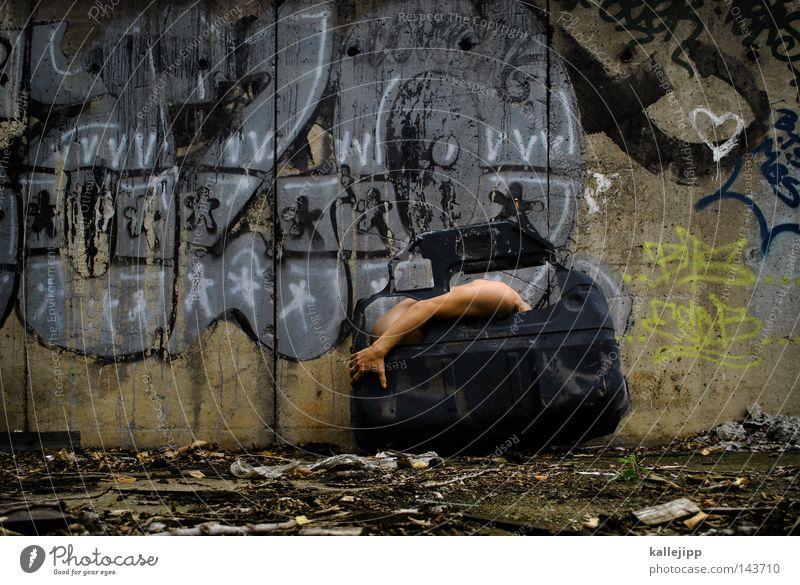 autoliebhaber KFZ PKW Fahrzeugteile Rost Wand Graffiti Aufschrift Szene Kultur Mann Mensch Schulter Haut Tür Autotür Metall Metallwaren Motor