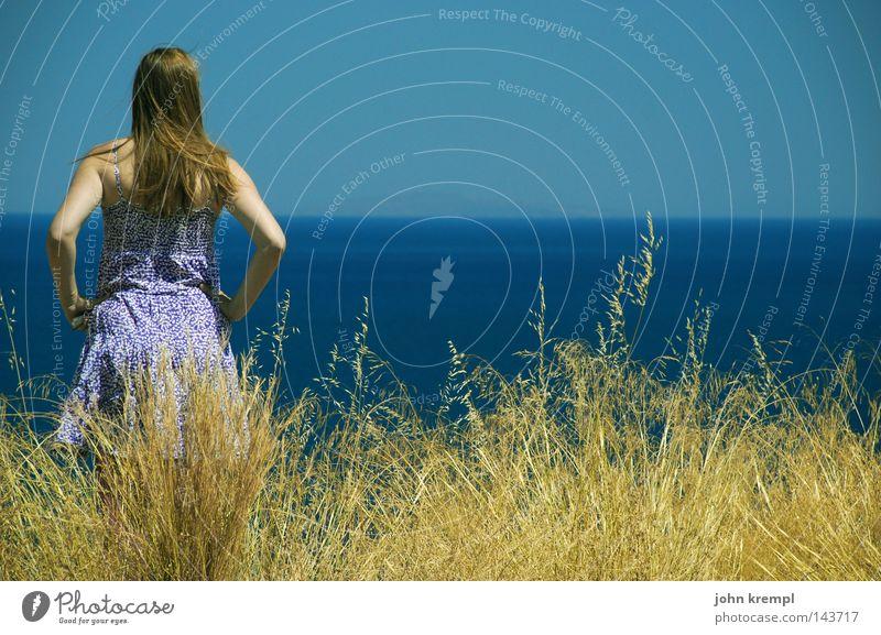 fernweh Blick Meer blau Wasser Sehnsucht Lust Fernweh Heimweh Ferne Schifffahrt gelb Gras Sommer Kleid Sommerkleid violett Wind Haare & Frisuren Himmel