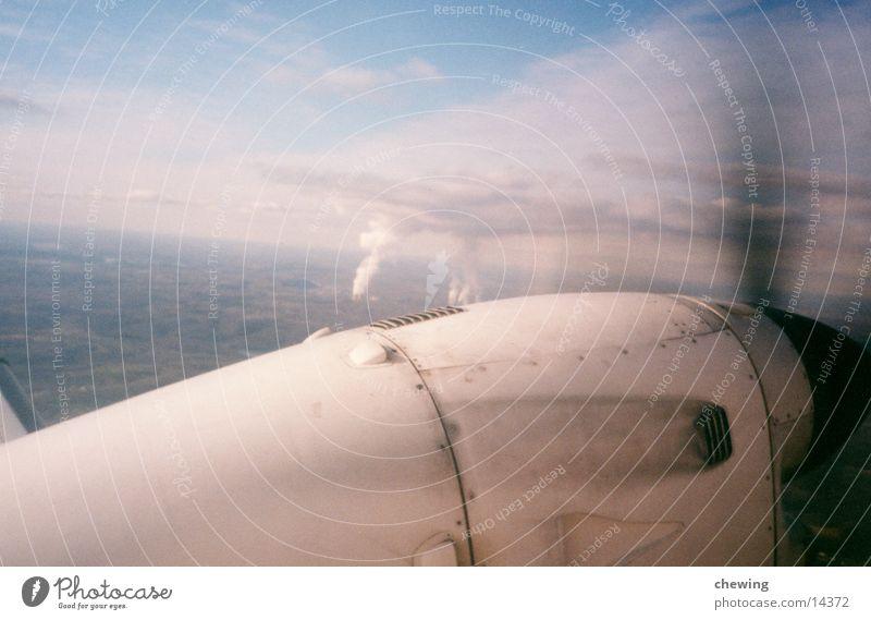 flugzeug Tragfläche Wolken Propeller Luftverkehr Himmel Sonne blau