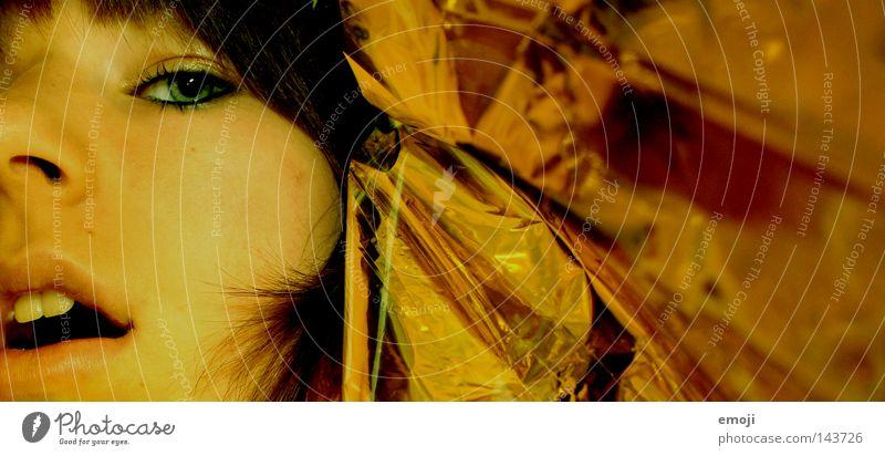 strange thing. reich Lippen Papier Folie Club Frau Jugendliche famous gold Haut Mund rettungsdecke Decke goldpapier Reichtum Gesicht Zähne Schminke Offener Mund