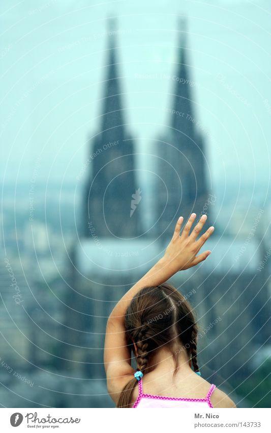 touch me ! Kind Hand Mädchen Stadt Ferne Gefühle Haare & Frisuren Kopf Gebäude Religion & Glaube Arme Glas groß Hochhaus Finger Mensch