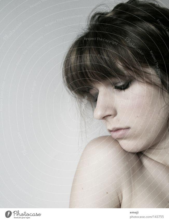 innocence unschuldig weiß Silhouette Schulter Wange Denken zart weich Trauer 16 17 Jugendliche rein Porträt Mensch Frau schön hell white Pony Profil face