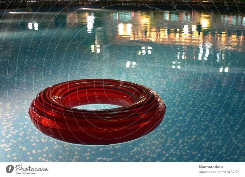Poolside Wasser ruhig Spielen hell Freizeit & Hobby Schwimmen & Baden Schwimmbad Im Wasser treiben Reifen Schwimmhilfe