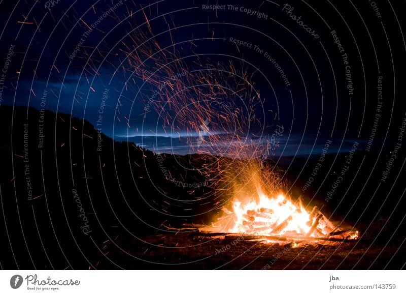 1. August Wolken Wiese Berge u. Gebirge Holz Wärme Feste & Feiern Feuer Aussicht Schweiz Physik heiß Abenddämmerung Alm Feiertag Brandasche Glut