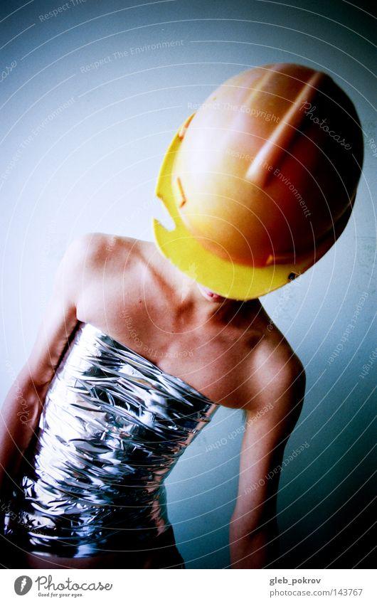 kranker Arbeiter. Mann Hand Brustkorb Bekleidung Kulisse Schwefel Müll Russland Sibirien Haut Licht Lichterscheinung Krieger Arbeit & Erwerbstätigkeit Mensch