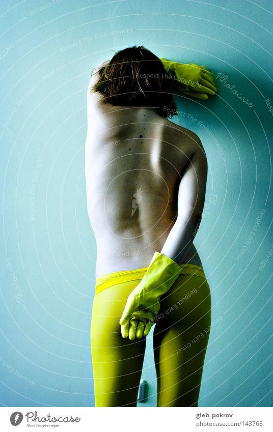 Mensch Hand Einsamkeit gelb Wand Beine Körper Bekleidung Gesäß Körperhaltung außergewöhnlich Strumpfhose Scham Handschuhe Sexualität Gummi