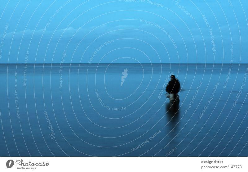Auszeit Meer Ostsee See Wasser ruhig Frieden Einsamkeit frei Freiheit Ferne Horizont horizontal blau Abend Dämmerung Angeln Angler Fischer fangen Petri Heil