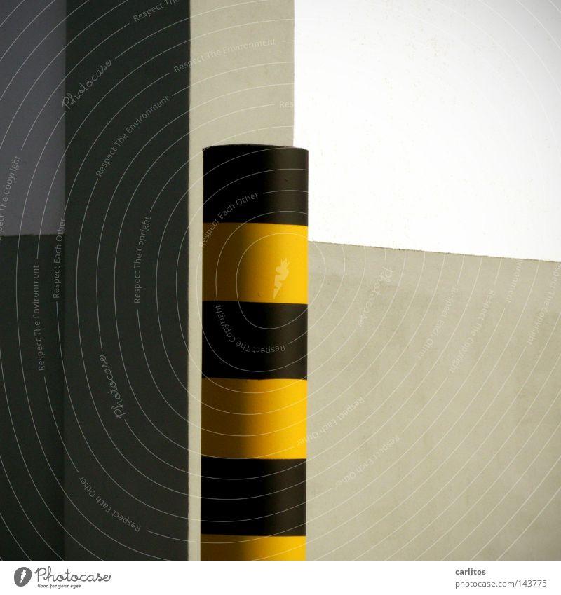 Tigerentenschwanz Architektur Schilder & Markierungen Sicherheit Säule Barriere Warnhinweis Pfosten schwarz gelb gestreift Poller Kontrast Mauer Wand Ecke