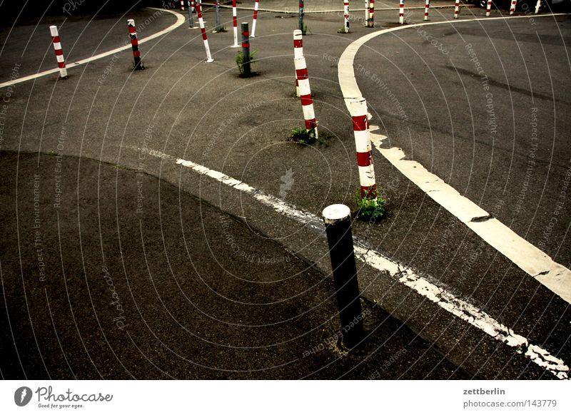 Kreuzung Straße Linie Schilder & Markierungen Verkehr Asphalt Grenze Verkehrswege Kurve durcheinander links Straßenkreuzung Biegung rechts Irrgarten Orientierung Wegkreuzung