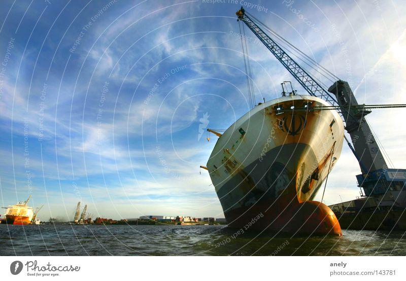 Kahn in Rente Wasserfahrzeug Container Hafen Hamburger Hafen Schifffahrt Kran laden international Himmel Wolken Elbe Fluss Stimmung Weitwinkel