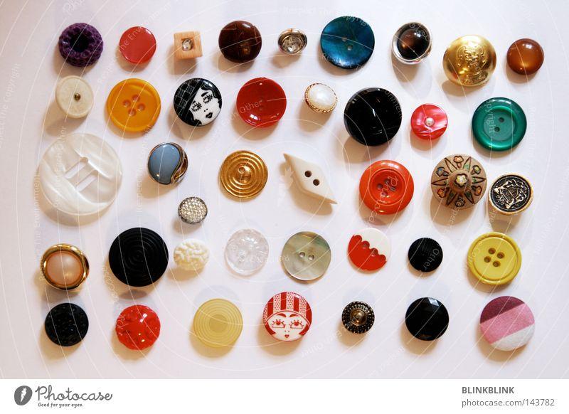 Knopfsammlung Knöpfe Kurzwaren mehrfarbig lustig Sammlung Anhäufung Auswahl Nähen Sticken Basteln Handwerk verziert Dekoration & Verzierung Mode Design Glas