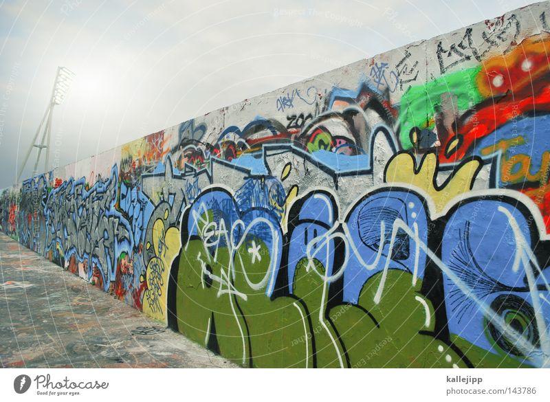 wand-alismus Himmel Stadt Wand Graffiti Spielen Berlin Architektur grau Wege & Pfade Mauer Stil Kunst wild modern Schriftzeichen Lifestyle