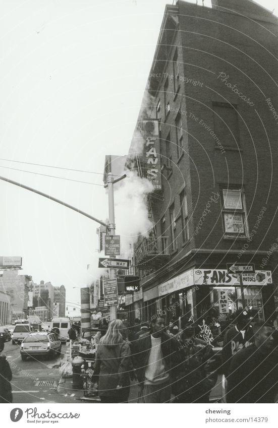 NY China Town Stadt Straße USA Bürgersteig Stadtteil New York City Fußgänger Schwarzweißfoto bevölkert Stadtleben Chinatown Alltagsfotografie