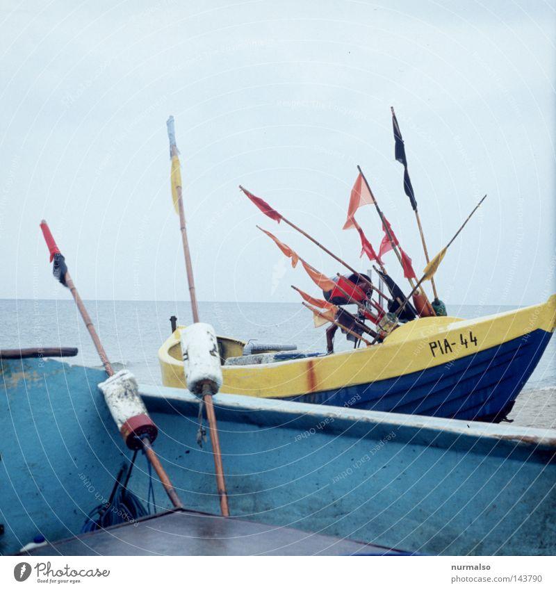 gen Russland Fischer Wasserfahrzeug Grenze Meer Ostsee Farbe Farben und Lacke Arbeit & Erwerbstätigkeit Strand polnisch Polen Stranddüne Düne Fahne Stab blau