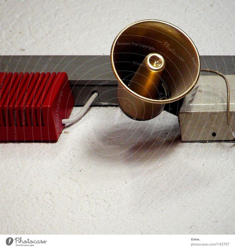 Goldkehlchen rot glänzend gold Elektrizität Technik & Technologie rund Kabel Lautsprecher laut Megaphon nützlich Installationen Elektrisches Gerät verdrahtet Brandschutz Verteiler