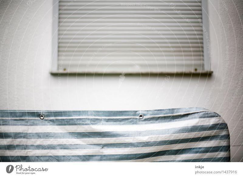 Schluß Lifestyle Ferien & Urlaub & Reisen Ausflug Häusliches Leben Wohnung Haus Menschenleer Mauer Wand Fassade Fenster Jalousie Sichtschutz Abdeckung Linie